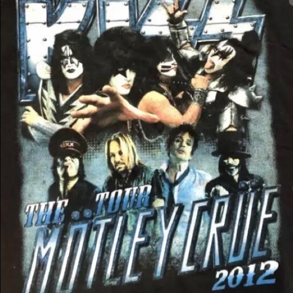 EUC- retro KISS and Motley Crue concert tshirt